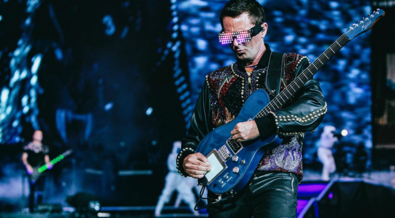 Matt Bellamy wielding the Whammy MIDI guitar live